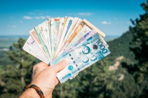 How to Make Money and Cut Costs While Travelling